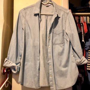 Old Navy The Classic Chambray Shirt - Medium